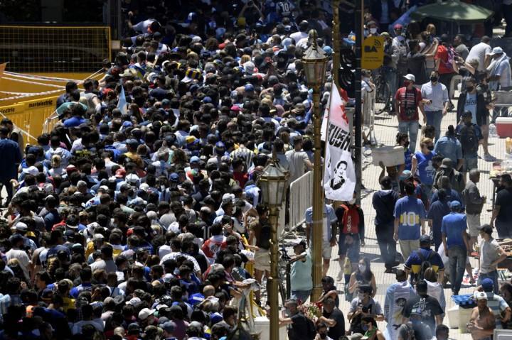 Ribuan Orang Antar Maradona ke Peristirahatan Terakhir