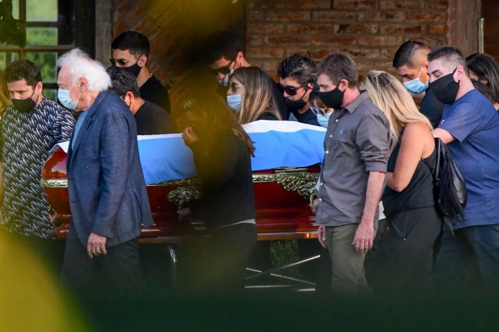 Melihat Prosesi Pemakaman Sang Legenda Diego Maradona