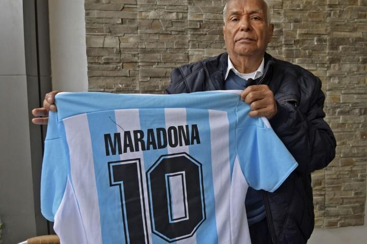 3 Foto Terpopuler: Diego Maradona Dimakamkan, hingga Tottenham