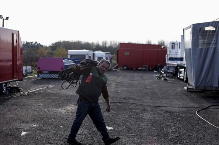 Menyedihkan! Grup Sirkus Terjebak di Tempat Parkir akibat Pandemi