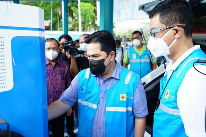 Erick Thohir Cek Fasilitas Stasiun Pengisian Mobil Listrik
