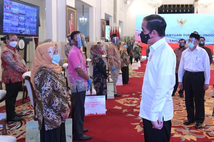 Luncurkan Bantuan Tunai 2021, Jokowi: Disalurkan Utuh Tidak Ada