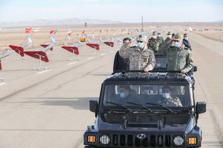 Gelar Latihan Perang, Iran Pamer Ratusan Drone Tempur