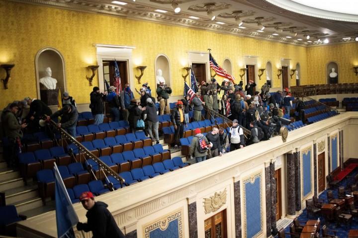 Massa Trump Serbu Gedung Capitol, Pengesahan Kemenangan Biden