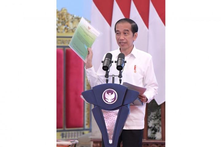 Jokowi Serahkan SK Hutan Adat, Hutan Sosial dan TORA se-Indonesia