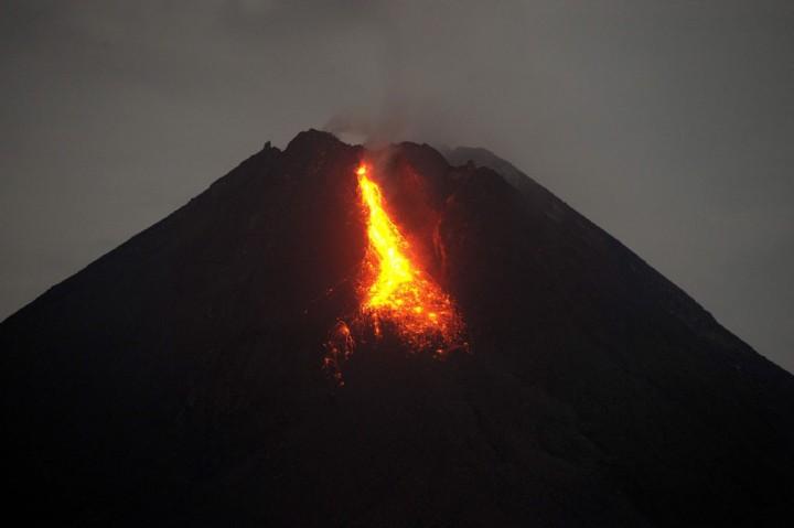 Kamis Malam, Gunung Merapi Keluarkan 10 Kali Guguran Lava Pijar