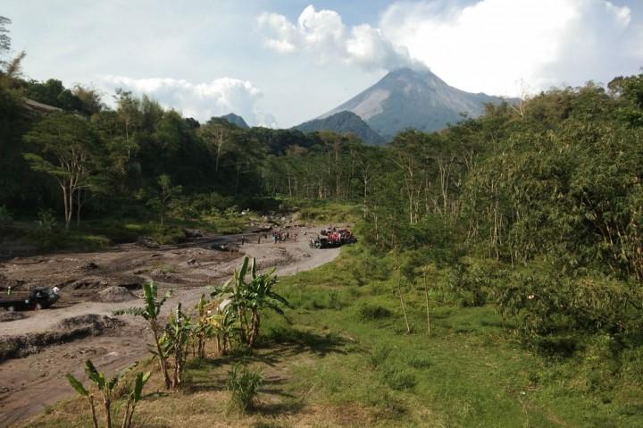 Sabtu, Gunung Merapi Muntahkan Lava Pijar 15 Kali
