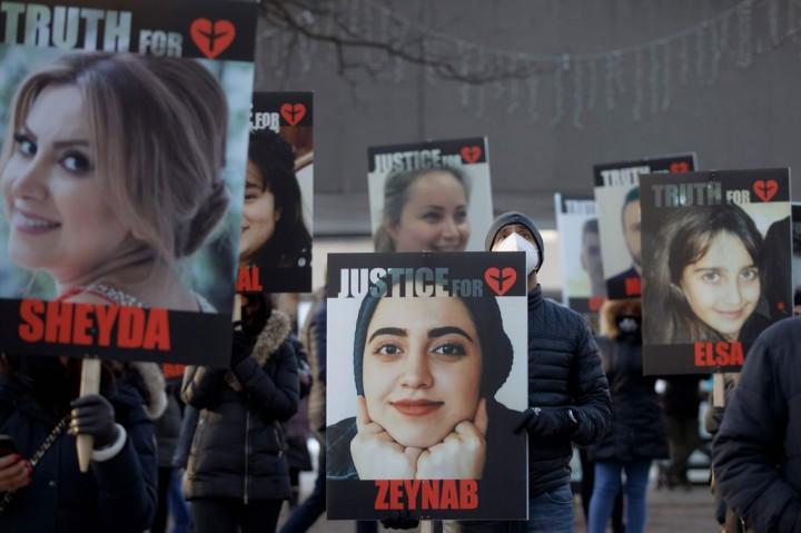 Keluarga Korban Peringati Setahun Jatuhnya Pesawat Ukraina yang