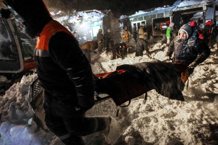 Tragis! Tiga Orang Meninggal Tertimbun Longsoran Salju di Rusia