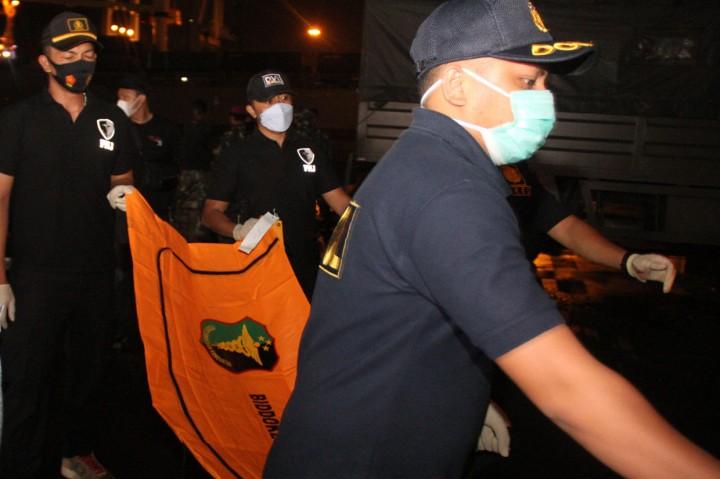 Serpihan Pesawat Sriwijaya Air SJ 182 Diserahkan ke DVI Polri