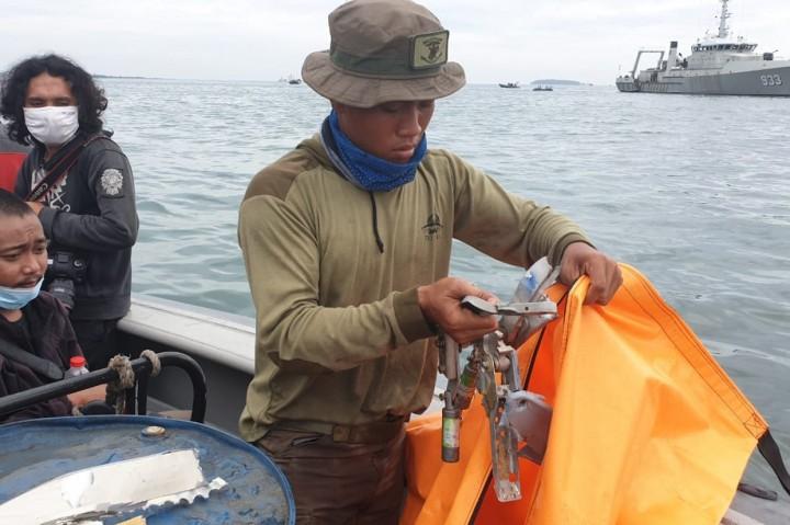 Foto: TNI AL Kembali Temukan Serpihan Diduga Sriwijaya Air
