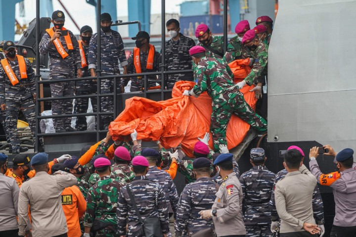 Pencarian Sriwijaya Air, Basarnas Serahkan 5 Kantong Jenazah