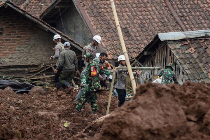 Korban Meninggal Akibat Longsor di Sumedang Menjadi 14 Orang