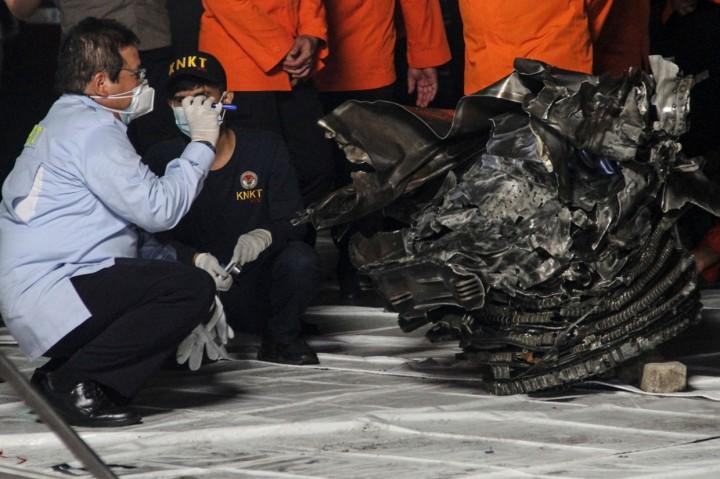 Momen Turbin Pesawat Sriwijaya Air Tiba di Dermaga JICT