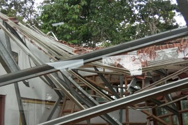 SDN 2 Janggala Ciamis Ambruk Akibat Diterjang Hujan Deras