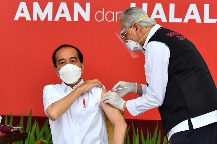 Momen Presiden Jokowi Divaksin Covid-19 Sinovac