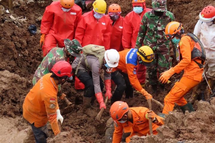 Korban Meninggal Akibat Longsor Sumedang Jadi 21 Orang