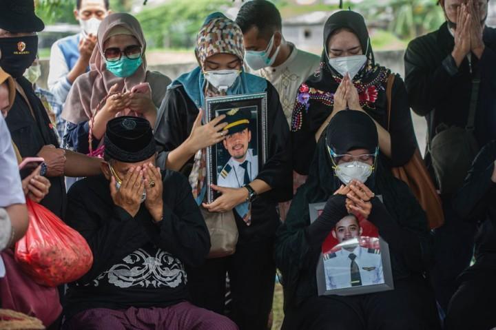 Co-Pilot Fadly, Korban Sriwijaya Air SJ-182 Dimakamkan