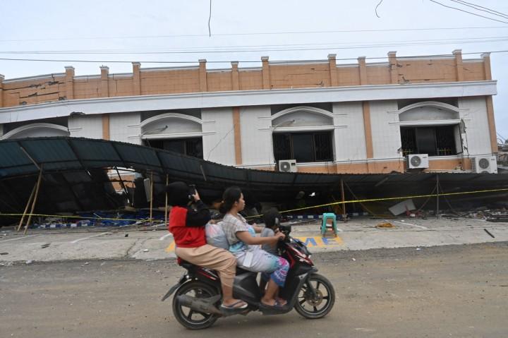 <i>Update</i> Gempa Sulbar, 56 Orang Meninggal dan 637 Luka