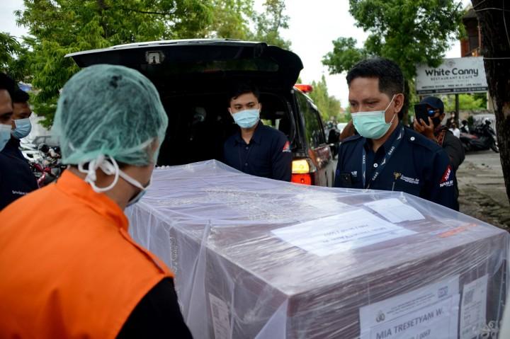 Suasana Haru Iringi Kedatangan Jenazah Pramugari Sriwijaya Air