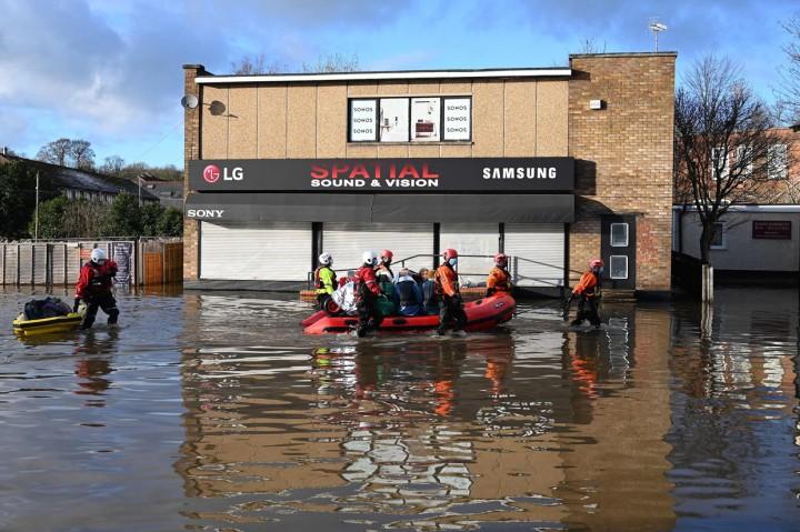 Badai Christoph Sebabkan Banjir di Inggris