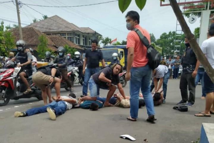 Dramatis! 6 Perampok Bersenjata di Semarang Diringkus di Ciamis