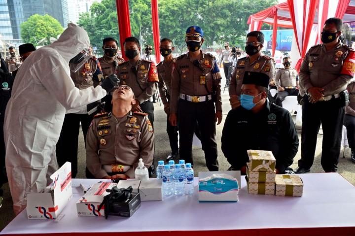 Ratusan Petugas PJR Polda Metro Jaya Jalani Swab Antigen