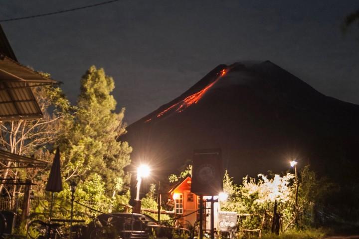 3 Foto Terpopuler: Gunung Merapi Kembali Erupsi hingga Ratusan