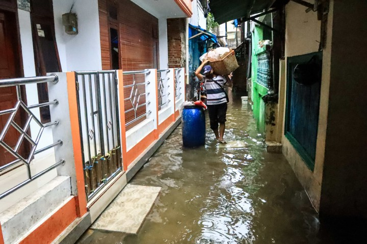 Hujan Deras, Banjir Genangi 10 Titik Ruas Jalan di Jakarta