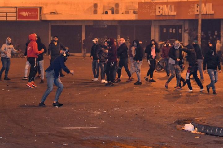 Protes Anti-lockdown di Lebanon Rusuh