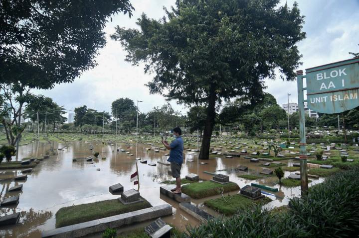 Hujan Deras, TPU Karet Bivak Tergenang Air