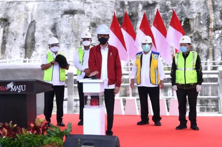 Foto: Momen Jokowi Resmikan Bendungan Tapin di Kalsel