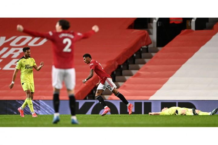 Liga Inggris: Tekuk Newcastle 3-1, MU Kembali ke Posisi Dua