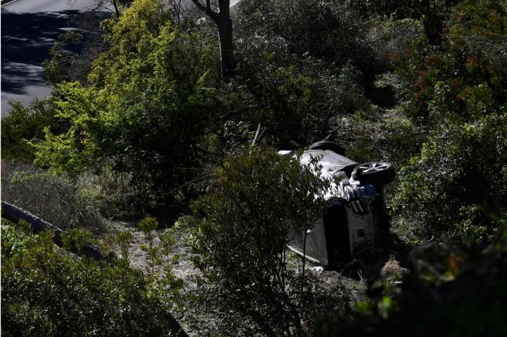 Foto: Tiger Woods Kecelakaan Parah, Mobilnya Terguling hingga
