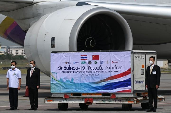 Foto: Vaksin Covid-19 Tahap Pertama Tiba di Thailand