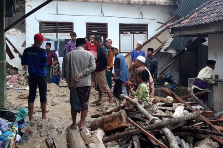 Lima Santri Meninggal Dunia Tertimpa Tebing Longsor