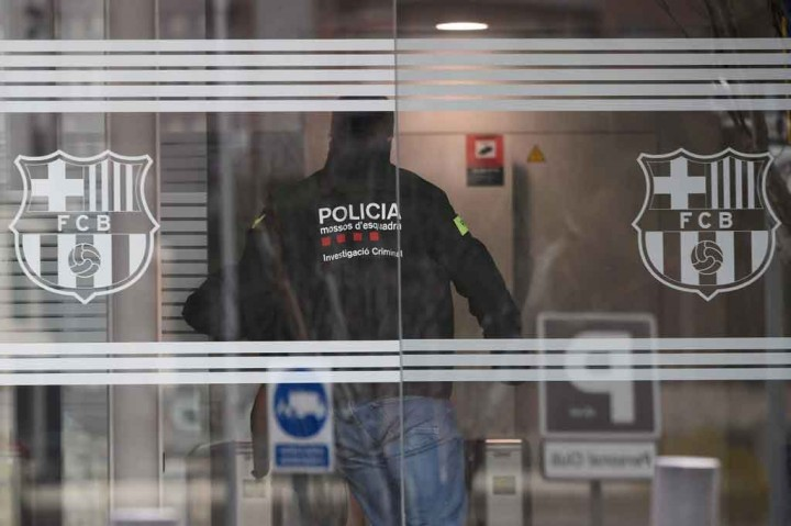 Potret Polisi Katalunya Geledah Kantor Barcelona