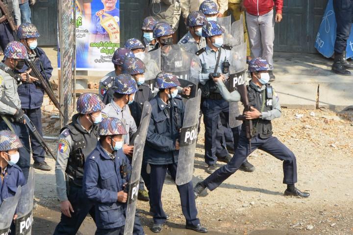 Polisi Myanmar Kembali Tembaki Demonstran Anti-Kudeta