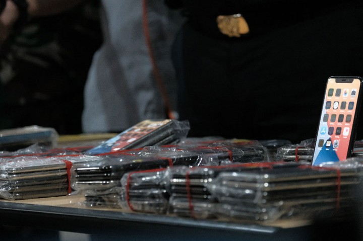 Bea Cukai Juanda Gagalkan Penyelundupan 268 iPhone Ilegal dari