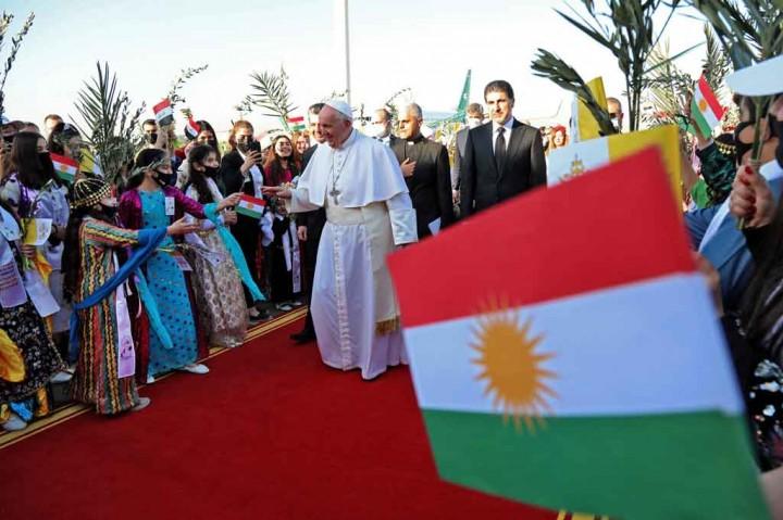 Paus Francis Kunjungi Komunitas Kristen Irak yang Menderita di