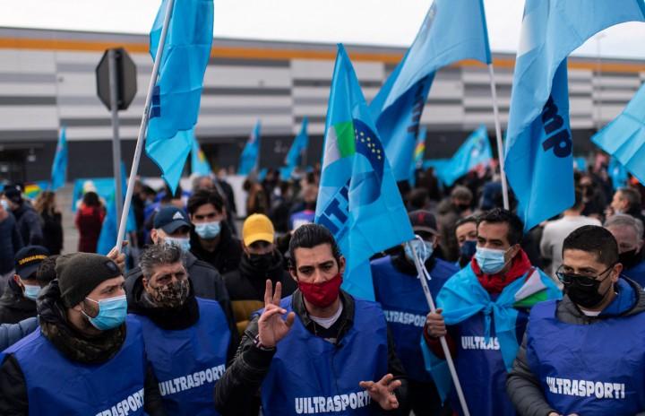Tuntut Jaminan Kerja, Pekerja Amazon Italia Mogok Nasional 24 Jam