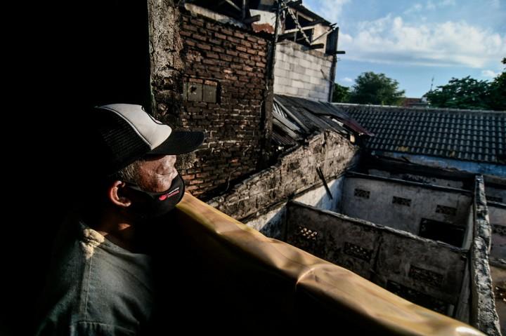 Foto: Mensos Risma Tinjau Lokasi Kebakaran di Permukiman Padat