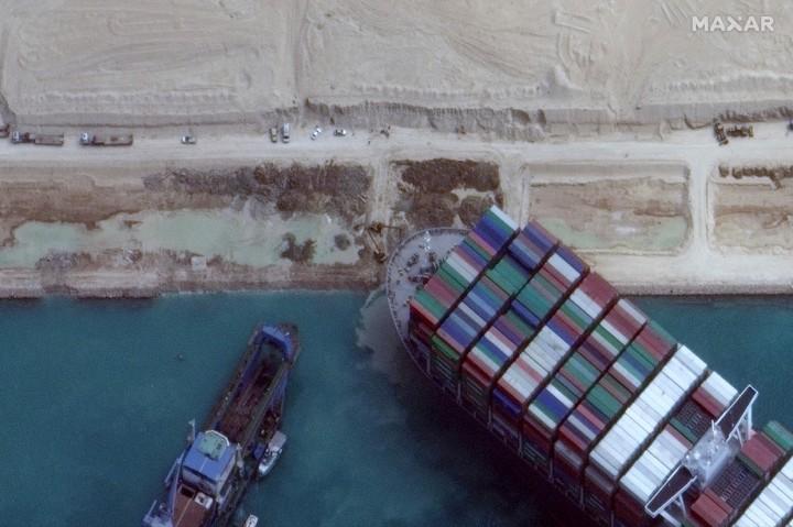 Kapal Raksasa Ever Given di Terusan Suez Akhirnya Berhasil