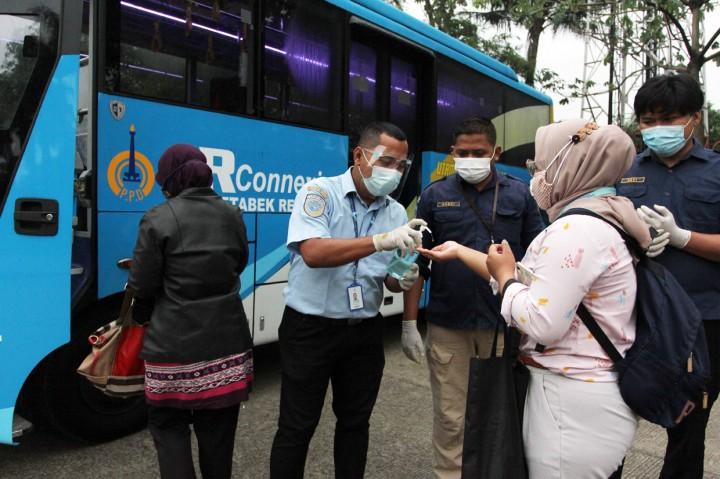 Foto: Antusiasme Warga Gunakan Bus JR Connexion Sawangan-Thamrin