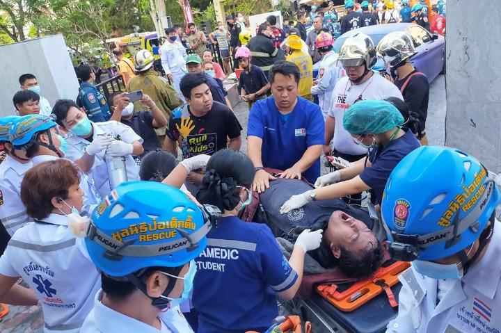 Gedung di Bangkok Terbakar dan Roboh, 4 Orang Meninggal