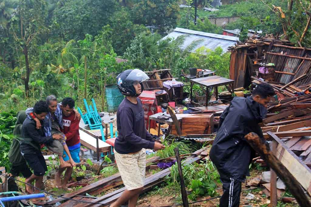 Siklon Tropis Seroja Sapu Kupang, Aktivitas Warga Lumpuh ...
