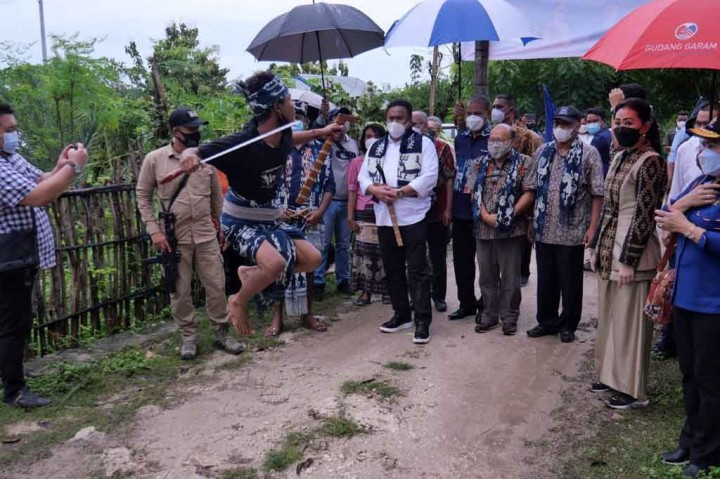 Potret Rachmat Gobel Kunjungan Kerja ke Sumba