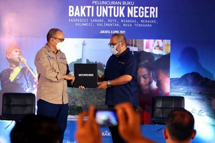 Momen Peluncuran Buku Bakti untuk Negeri