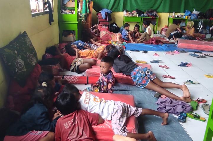 Potret Kondisi Pengungsian Banjir Bandang Adonara