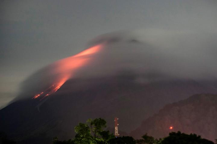 Gunung Merapi Kembali Semburkan Awan Panas Sejauh 1,5 Km